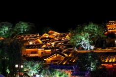 Travel to Lijiang to enjoy it by night